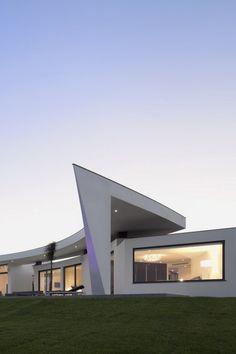envibe:  The Colunata House by Mario Martins | ENV
