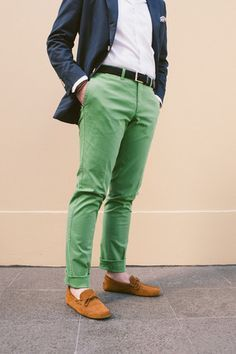 """""""Lessons in Green"""" White Oxford Cloth Button Down with our Green cotton chinos and upcoming woven belt. Dapper Gentleman, Modern Gentleman, Gentleman Style, Green Chinos, Olive Chinos, Green Pants, Classic Men, Oxford White, Sharp Dressed Man"""