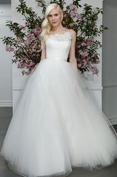 This tulle ball gown wedding dress is so elegant and classic. Legends Romona Keveza, Spring 2016