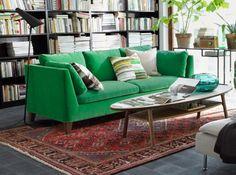Un canapé coloré, quelle belle manière d'amener de la couleur au salon