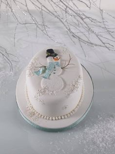 Oval cake with Snowman Christmas Cake Designs, Christmas Cake Decorations, Christmas Cupcakes, Holiday Cakes, Christmas Desserts, Christmas Treats, Christmas Baking, Xmas Cakes, Snowman Cake