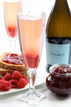 Jam Toast Cocktail is filled with bubbly prosecco. Completely delightful.