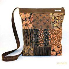Купленный по случаю небольшой отрез ткани с лоскутным рисунком превратился в ...конечно,  сумочку! . Ткань сама по себе так хороша,  что ничего и не надо больше,  правда? Сейчас жалею, что не взяла больше, такая красота!. . Once I bought the fat quarter of this beautiful patchwork fabric and... I've made the bag, of course . I love this fabric . #alpensee #alpensee_bags. . #patchwork #patchworkbag #favoritebag #bolso #tasche #purse #bagoftheday #urban #urbanstyle #baglover #bag...