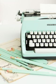 #Mint #retro typewriter...LOVE this!