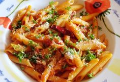 Penne all arrabiata Glaser konyhájából Penne, All Arrabiata, Gnocchi, Pasta Dishes, Thai Red Curry, Chili, Food And Drink, Meat, Chicken