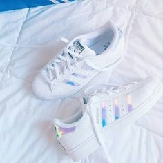 Wheretoget - White Adidas Superstar sneakers with holographic stripes Sneakers Mode, Sneakers Fashion, Fashion Shoes, Adidas Sneakers, Addidas Shoes Pink, 90s Fashion, Adidas Shirt, Sock Shoes, Cute Shoes