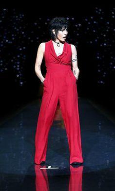 Sängerin Joan Jett ging für die gute Sache in einem roten Hosenanzug von Catherine Malandrino auf den Laufsteg. Mehr dazu hier: http://www.nachrichten.at/nachrichten/society/New-Yorker-Fashion-Week-gestartet;art411,1299849 (Bild: Reuters)