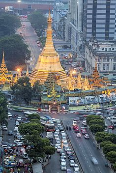 The Sule Paya pagoda in rushing traffic, downtown Yangon, Myanmar (Burma)…