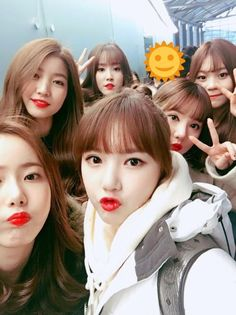 G-Friend Shows Off Their Subtle Fashion at Airport | Koogle TV