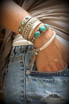 Pour savoir comment enlever de la rouille sur un bijoux fantaisie et lui redonner brillance et éclat. Grâce à ces conseils vous redonnerez beauté aux bijoux