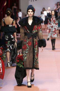 dolce-and-gabbana-winter-2016-women-fashion-show-runway-77