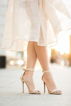 Love the shoes. So simple, yet so elegant.