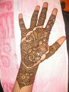Check out the 60 simple and easy mehndi designs which will work for all occasions. These latest mehandi designs include the simple mehandi design as well as jewellery mehndi design. Getting an easy mehendi design works nicely for beginners. Palm Mehndi Design, Peacock Mehndi Designs, Indian Mehndi Designs, Mehndi Designs 2018, Modern Mehndi Designs, Mehndi Patterns, Wedding Mehndi Designs, Mehndi Design Pictures, Beautiful Mehndi Design