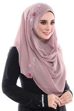 Instant Hijab/Slip On Mas Ayu - Aida Naim Instant Shawl * Chiffon * Pashmina Hijab Tutorial, Hijab Style Tutorial, Modest Fashion Hijab, Muslim Fashion, Wedding Hijab Styles, Instant Hijab, Muslim Hijab, Islam, Hijab Dress