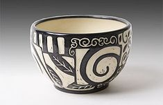 """Excellent Screen Ceramics Bowls sgraffito Strategies So that you can paraphrase """"some sort of bowl is actually a jar can be a serving"""", and also will it be? Ceramic Tableware, Porcelain Ceramics, Ceramic Bowls, Ceramic Decor, Pottery Painting, Ceramic Painting, Ceramic Artists, Pottery Bowls, Ceramic Pottery"""