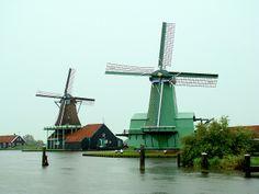 Moinhos - Holanda -     Quando se pensa na Holanda, algumas imagens vêm na mente: é a terra das tulipas, a terra das bicicletas e das ciclovias, mas entre todas é a terra dos moinhos.