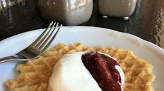 "Våfflor - en ""smalare"" variant - Du i Fokus Waffles, Pancakes, Crepes, Breakfast, Food, Morning Coffee, Essen, Waffle, Pancake"
