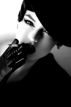 Portrait - Glam - Black and White - Cigarette - Smoke - Smoking - Photography Women Smoking, Girl Smoking, Black White Photos, Black And White Photography, Smoking Noir, Arte Yin Yang, Portrait Photography, Fashion Photography, Up In Smoke