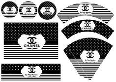 - TODO PERSONALIZADO COM NOME E IDADE -  - Personalize o kit com o Tema da sua festa ou evento (pode qualquer tema)- Comodidade: receba o arquivo por email, em alta resolução, no tamanho correto para fazer a impressão- O kit de layouts são para 10 itens, listados abaixo:  1 Convite personalizado2 Wrappers (Saia para cup cake)3 Toppers (para enfeitar docinhos e cup cake)1 Rótulo para Baton Garoto1 Rótulo para Bis1 Tag de agradescimento1 Rótulo para Tubetes1 Cone de Guloseimas1 Rótulo para…