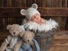 *DIE BÄRCHENMÜTZE KANN IN ALLEN BABY UND KINDERGRÖSSEN ERWORBEN WERDEN. MIR EINFACH UNTER VERKÄUFER KONTAKTIEREN DIE GEWÜNSCHTE GRÖSSE (BABYALTER IN MONATEN ODER KOPFUMPFANG IN CM) MITTELEN.*    Es...