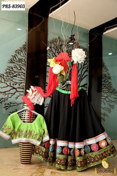Best Sarees Online Shopping With Price Indian Evening Gown, Garba Dress, Ghagra Choli, Sharara, Heavy Dresses, Crop Top Designs, Indian Costumes, Sarees Online India, Indian Colours
