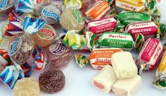 #من_الاغذية_الضارة_للاسنان: #الطوفي (الحلوى الطرية): حلوى الطوفي هي من أسوأ الأغذية على الأسنان فهي مثل المطاط تلتصق بالأسنان وتستقر فيها لفترات طويلة مما يسمح للبكتريا بالعمل على السكر المتراكم في ثنايا الأسنان. وتعمل هذه البكتريا على تحويل السكر إلى حامض يعمل بدوره على اضعاف طبقة الأسنان ويحدث تسوس الأسنان #مركز_بياض_الاسنان