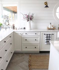 """378 Likes, 17 Comments - Kim (@kimkhazel) on Instagram: """"I always love a white kitchen and this darling space by Melissa @theinspiredroom is no exception!…"""""""