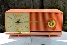 BARBIE PINK Mid Century Retro Jetsons 1961 Silvertone Model 8027 AM Clock Radio Works!