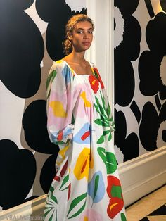 Discover the artistry of the Marimekko Spring/Summer 2019 collection as shown on the runways of Paris Fashion Week this September 2018 Fashion Prints, Fashion Design, Mode Style, Colorful Fashion, Spring Summer Fashion, Afro, Creations, Dress Up, Street Style