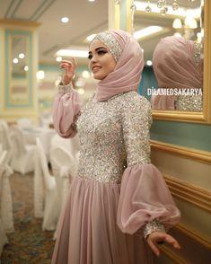 G r nt n n olas i eri i 1 ki i ayakta Hijab Dress Party, Hijab Style Dress, Hijab Wedding Dresses, Hijab Bride, Dress Wedding, Muslim Fashion, Hijab Fashion, Fashion Dresses, India Fashion