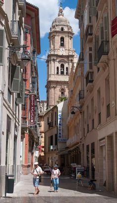 Málaga, La única torre de la Catedral, vista desde la calle Larios   C.Jordá