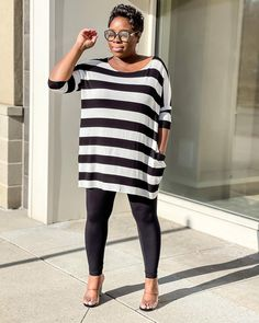 Tunic striped top and leggings | For more style inspiration visit 40plusstyle.com How To Wear Leggings, Photos Of Women, Fashion Over 40, Cool Style, Trousers, Tunic, Style Inspiration, Black And White, Clothes