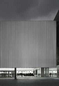 Barcelona, Spain  Edificio Intermodal del Aereopuerto de El Prat  CARLOS FERRATER LAMBARRI, RAMÓN SANABRIA, RAMÓN ARTIGUES