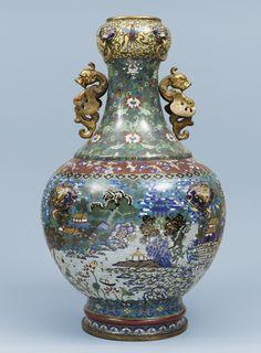 A massive cloisonné enamel baluster vase – Qing dynasty, Qianlong period (1736-1795).