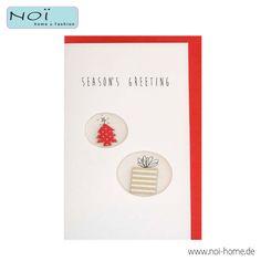 """Grußkarte Xmas L - Gift. Handgearbeitete #Weihnachtskarte aus starkem Papier mit schönen Motiven: #Weihnachtsbaum und #Geschenkpackung . Der rote Umschlag wird mitgeliefert. """"Season´s Greeting"""" im eleganten DiY-Look! Bei #NOI home & fashion in #hamburg #NOIhamburg #weihnachten #weihnachtskarte #papeterie"""