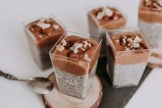 Chia puding s rebarborovým pyré Chia Puding, Panna Cotta, Sweets, Breakfast, Cake, Ethnic Recipes, Smoothie, Food, Morning Coffee
