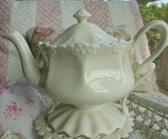 Aiken House & Gardens: A Tea Break