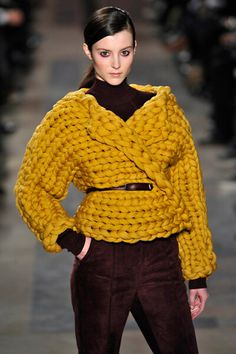 TOP IDEAS: the most beautiful knitted sweaters and sweat . TOP IDEAS: the most beautiful knitted sweaters and sweaters - photos, fashionable novelties, stylish looks Knitwear Fashion, Knit Fashion, Fashion Outfits, Crochet Woman, Knit Crochet, Big Knits, How To Purl Knit, Crop Top Shirts, Baby Knitting