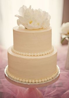 Simple and sweet pearl cake. @Nina Gonzalez Gonzalez Pelham this made me think of you. <3