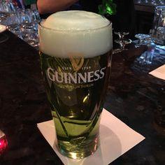 バンクーバー観光ブログ : St. Patrick' Day 緑のビール