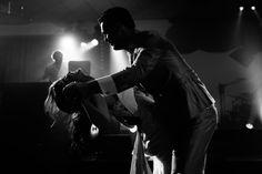 De eerste dans   Bruiloft door de Kievit Bruiloften Bruidsfotografie