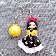 Orecchini Frida Kahlo ~ Cute Earrings Fimo Polymer Clay Kawaii Chibi Mexican Rivera Paint Roses Yellow Red Flowers di BrunaZassou su Etsy