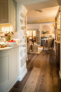Modern Rustic Home Decor Sojourn luxury cottage in Drewsteignton Luxury Dartmoor Cottage:.Modern Rustic Home Decor Sojourn luxury cottage in Drewsteignton Luxury Dartmoor Cottage: Cottage Living, Cottage Homes, Living Room, Cottage Kitchens, Cottage Style, Style At Home, Casa Hotel, English Country Cottages, English Country Style