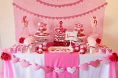 Pink Theme Table Decoration For Valentines Day Party Ideas