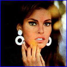 i'm really diggin her earrings and fluttery lashes.