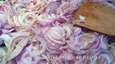 Συνταγή για καραμελωμένα κρεμμύδια   #victoriafesencogr Icing, Side Dishes, Cook, Desserts, Recipes, Tailgate Desserts, Deserts, Postres, Dessert