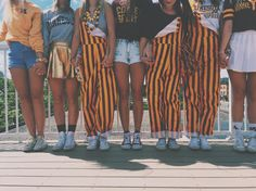Saturday Night: Show your school spirit by wearing school branded clothing College Goals, College Game Days, College Life, College Clothing, College Outfits, Overalls Outfit, Bib Overalls, Tailgate Outfit, Leadership Conference