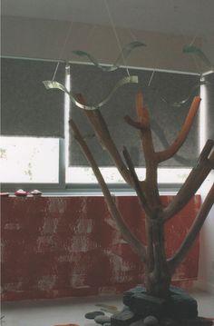 Son cortinas de enrollamiento superior, que ocupan un mínimo lugar en la ventana y que permiten el uso del doble cortinado o de fondo de cortina. Con sistemas manuales de cadena o con motores instalados dentro del tubo de la misma, pueden utilizarse con un doble cortinado debido a Que pueden ser automatizadas a control remoto o con pulsador. MEL INTERIORES Gorriti 4700 - esq. Malabia (54-11) 4833-3106 / 4776-4200 cortinas@melinter... Palermo Soho - Buenos Aires - Argentina Cortinas Rollers, Soho, Home Decor, Tablecloth Curtains, Fabrics, Buenos Aires, Chain, Windows, Decoration Home