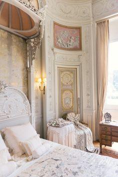Вилла Ротшильд Villa et Jardins Ephrussi de Rothschild Dream Home Design, Home Interior Design, Interior Architecture, House Design, Design Design, Beautiful Bedrooms, Romantic Bedrooms, Small Bedrooms, Guest Bedrooms