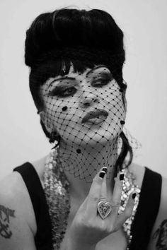 grog, die so fluid Rock Chic, Pinup, Veil, Haircuts, Beautiful Things, Mad, Halloween Face Makeup, Goth, Style Inspiration